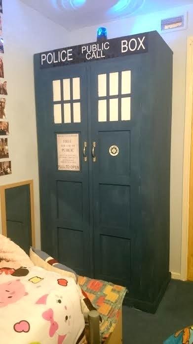 A Dr Who tardis wardrobe