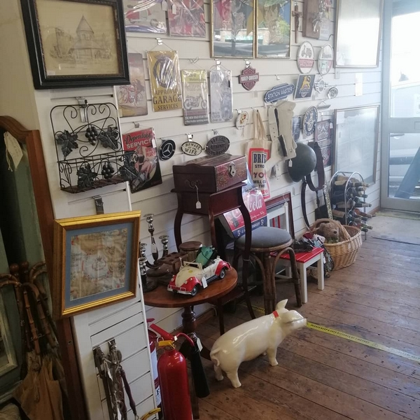 The Old Bakehouse Antique Centre, Northampton. The front room.